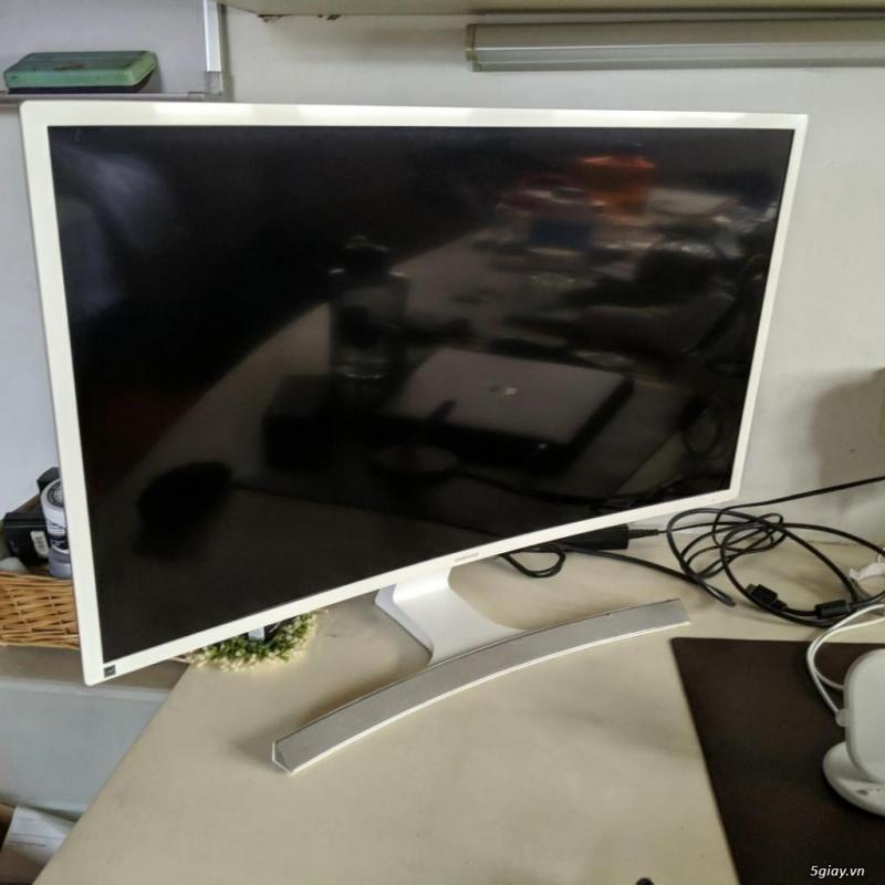 Màn hình LCD 32inch Samsung S32E591C cong(+150k bh 3th, + 250k bh 06th, + 350k bh 12Th)- No Box